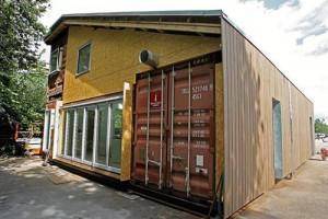 Containerhus med träfasad